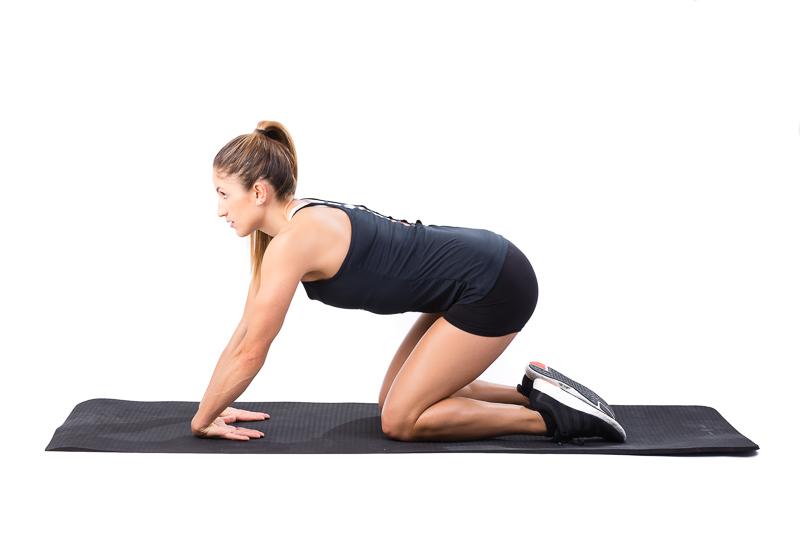 Une femme qui travaille la mobilité de ses poignets
