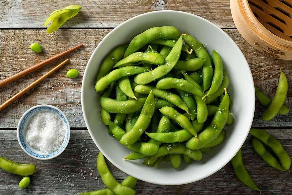 Edamame eignet sich nicht nur als Gute-Laune-Snack, sondern ist auch eine ideale Mahlzeit nach dem Workout.