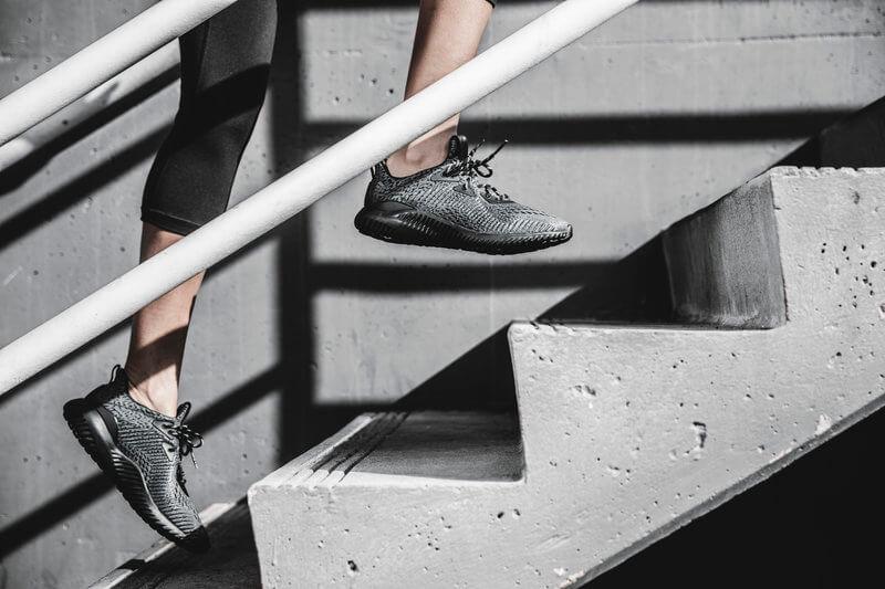 Course dans les escaliers