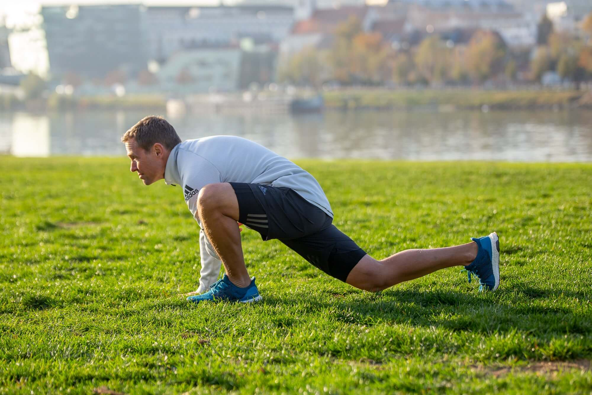 The Best Stretches for Runners to Warm Up and Cool Down