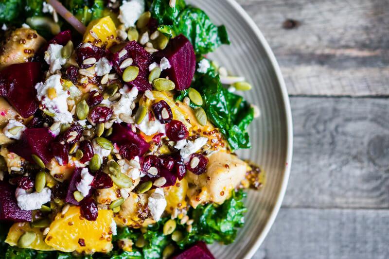 Foto von oben, von einem gesunden Salat.