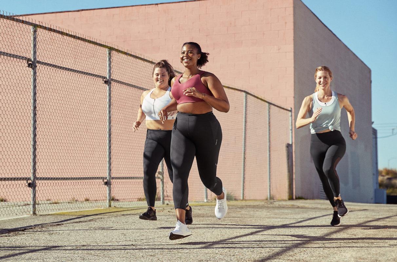 Grupo de mujeres corriendo