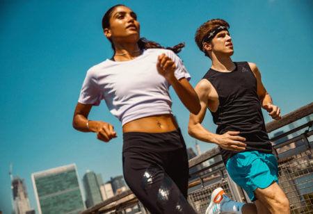 Abbigliamento sportivo per la corsa in estate