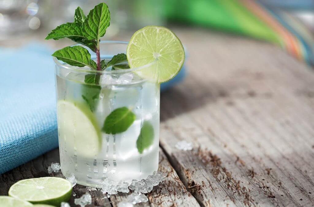 Um drink alcoólico: parece boa ideia para relaxar, mas, em excesso, aumenta o estresse