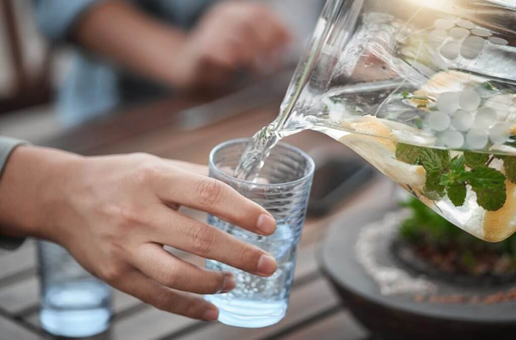 Glass of water can help to fight the winter blues