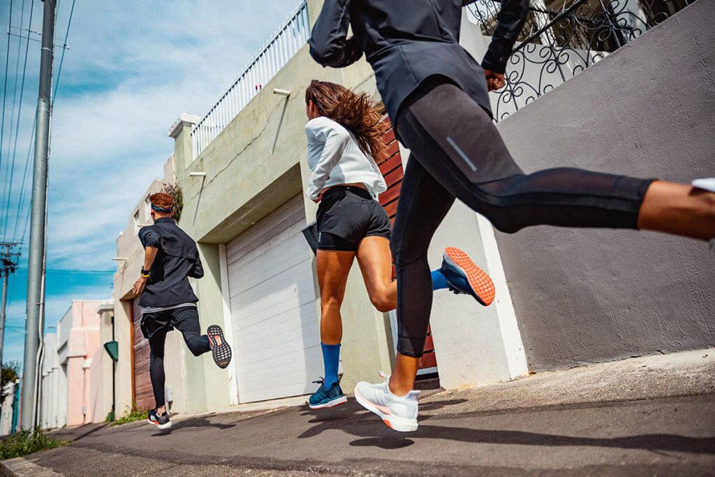 un groupe de runners améliore leurs performances de course