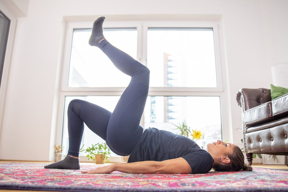 Fitness Coach Lunden Souza is doing a marching bridge as exercise for a better butt