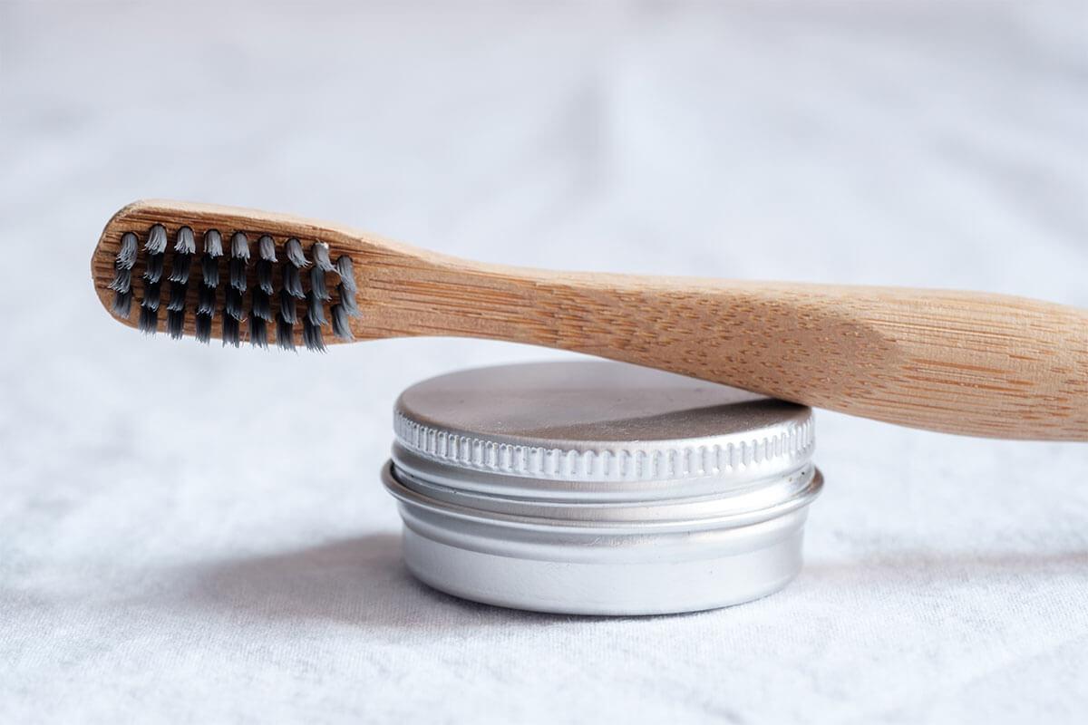 Cepillarse los dientes para detener los antojos