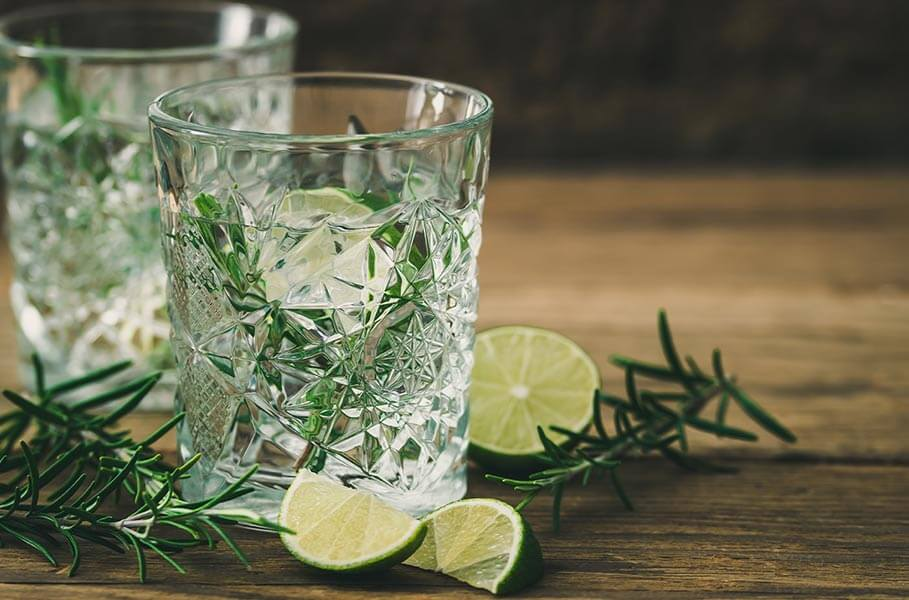 hypotonic drink with lime and rosemary