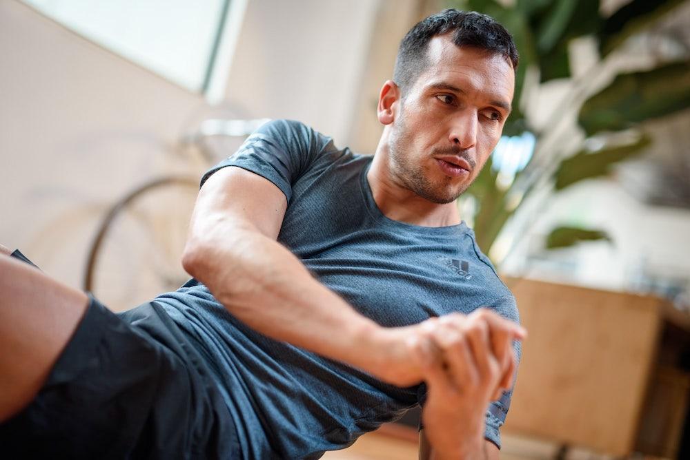 Un hombre haciendo ejercicio
