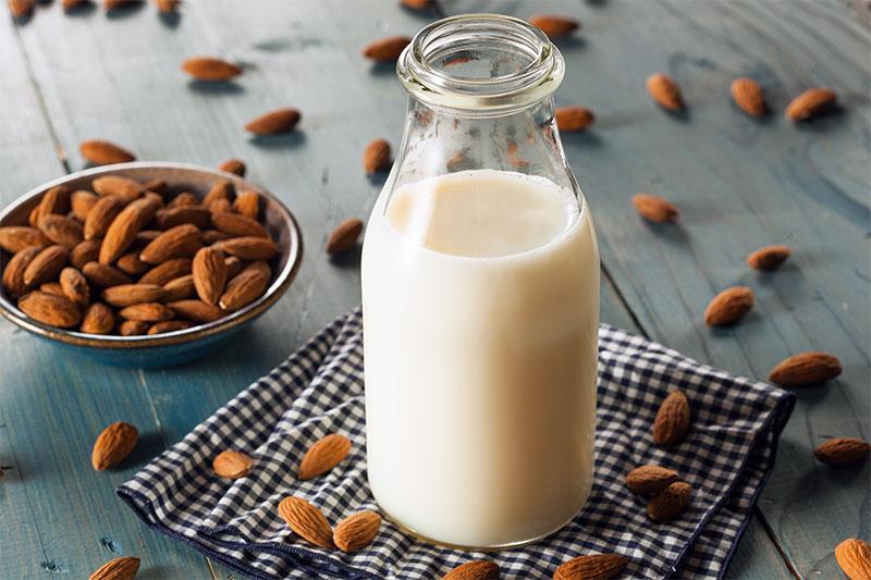 Bottiglia di latte di mandorla