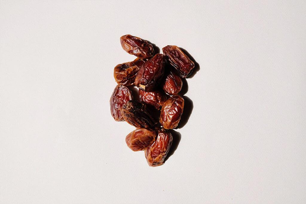 Hands of dates
