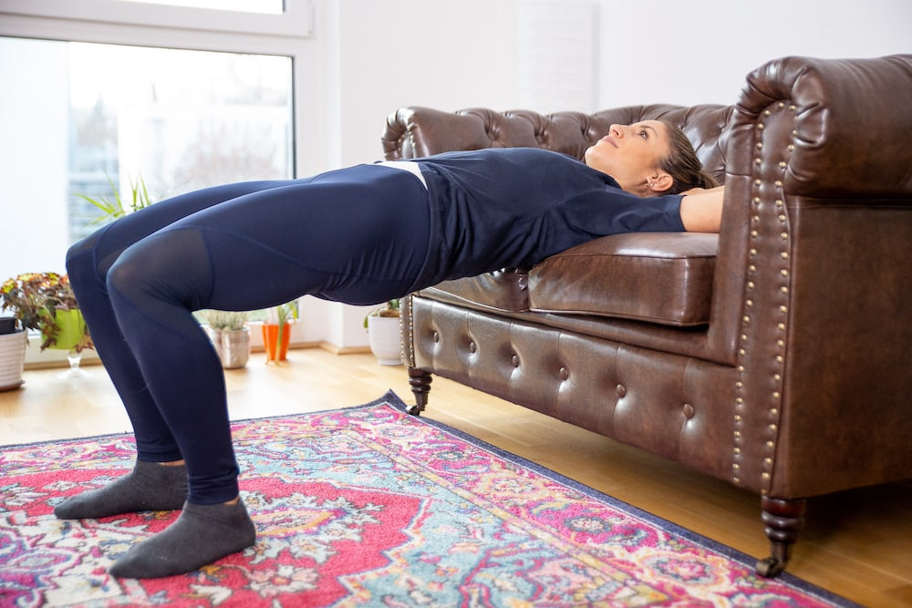 Fitness Coach Lunden Souza is doing a hip thrust as exercise for a better butt