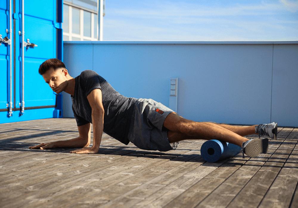 foam roller: esercizi di stretching per gli stinchi
