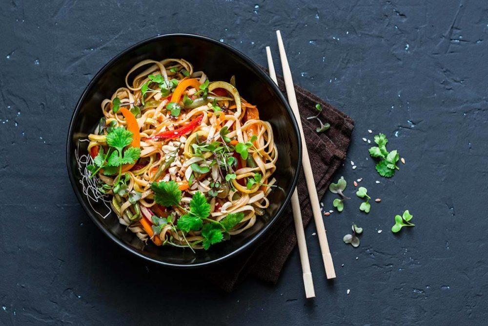 Rezept: Asiatische Nudelpfanne mit Fleisch und Gemüse