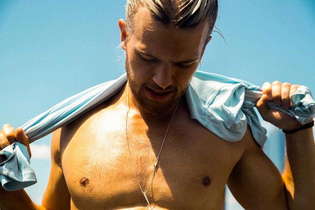 Exercices et conseils pour se débarrasser de la graisse des pectoraux (adipomastie)