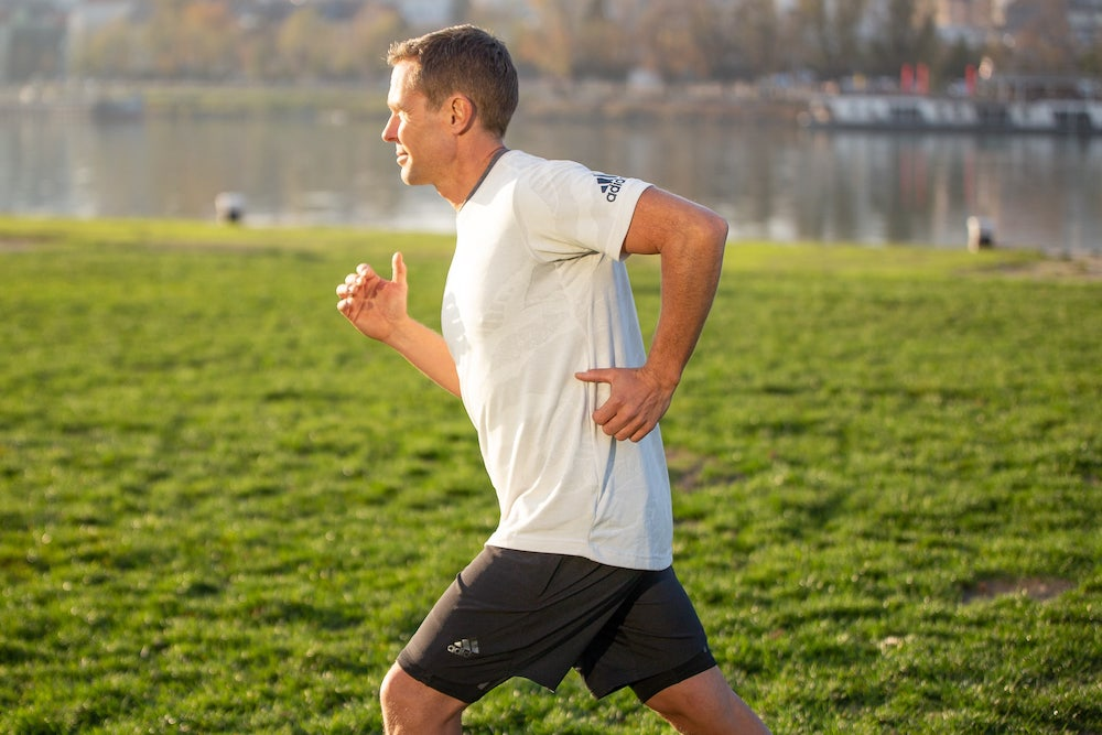 Runner with 90 degree elbow arm swing