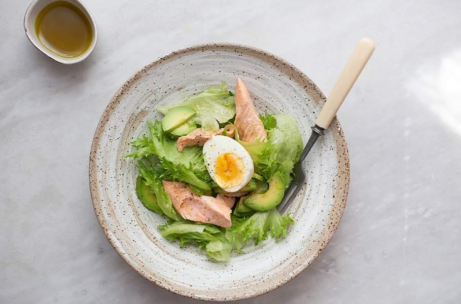 Como engordar com salada? Sem abrir mão das verduras, aposte nos molhos e proteínas