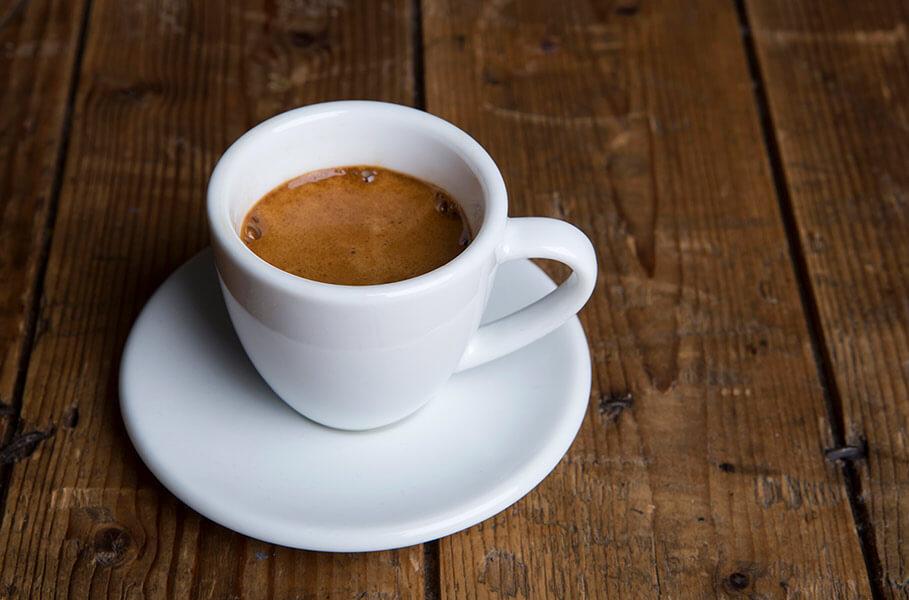 una taza de café espresso