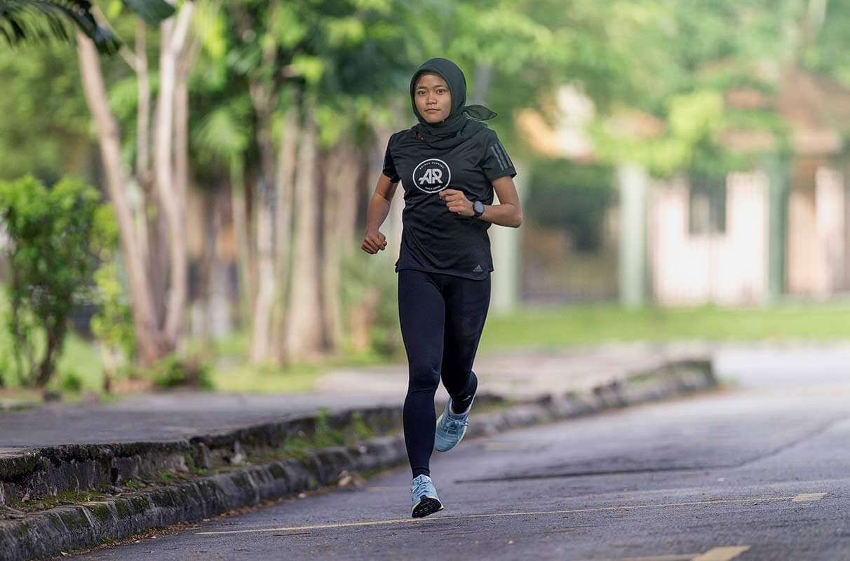 nabila running Find Running Motivation in Accountability Groups    Your running shoes have been staring at you for days. You just can't bring yourself to lace them up and head out for a run. Why are some people able to make running a regular part of their routine while others struggle with it? There are a million factors that affect your motivation level, but there are also some strategies to make it easier to stay committed to your goals. adidas Runners (AR) accountability groups have been established around the world for exactly this purpose. Fitness