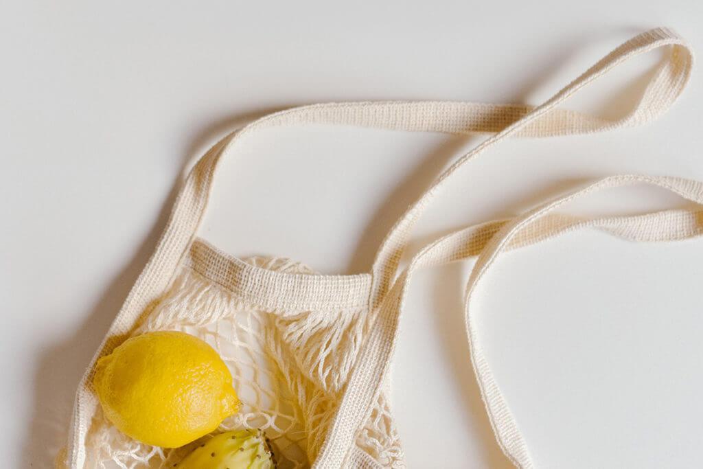 sacola reutilizável para comprar alimentos saudáveis