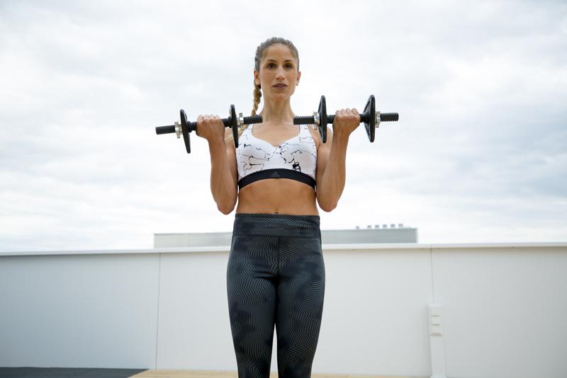 Cachos bíceps com 2 braços