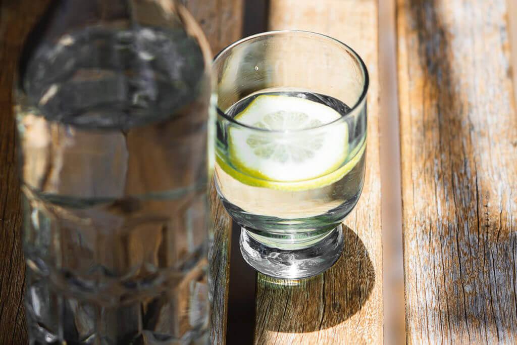 los beneficios del ayuno intermitente agua con limón