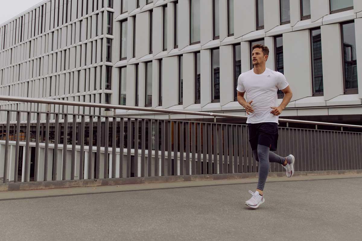 Homem correndo para emagrecer