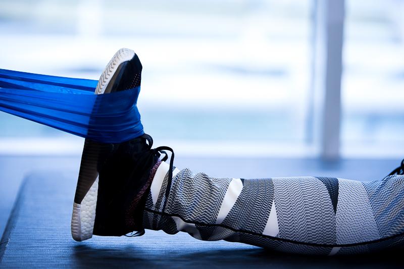 Étirement du pied avec une bande élastique
