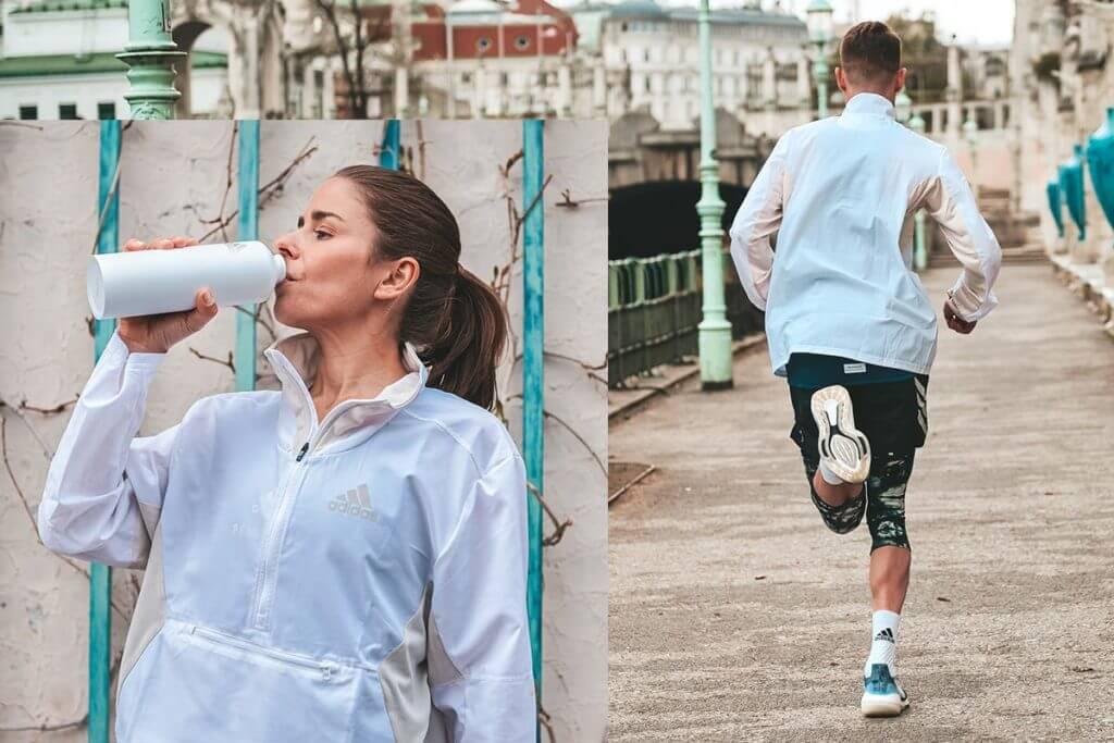 Mulher bebendo água e homem correndo
