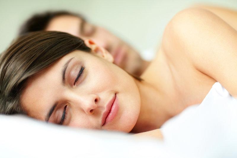 Junges Paar beim Schlafen