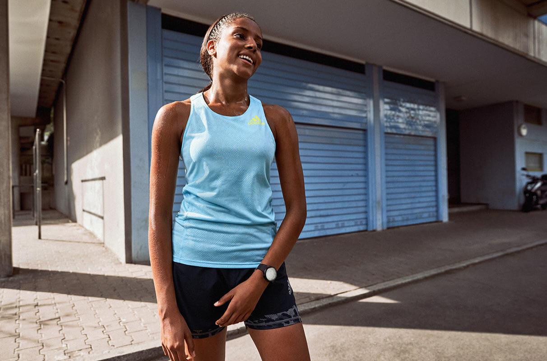 Mujer recuperándose después de correr