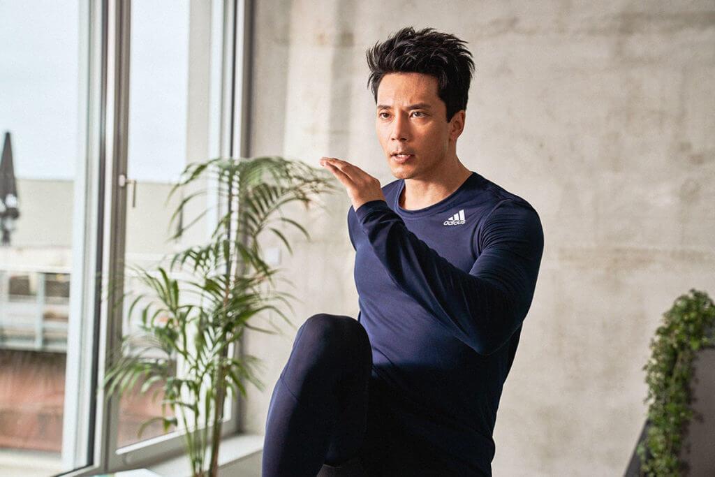 Hombre entrenando para aumentar la masa muscular
