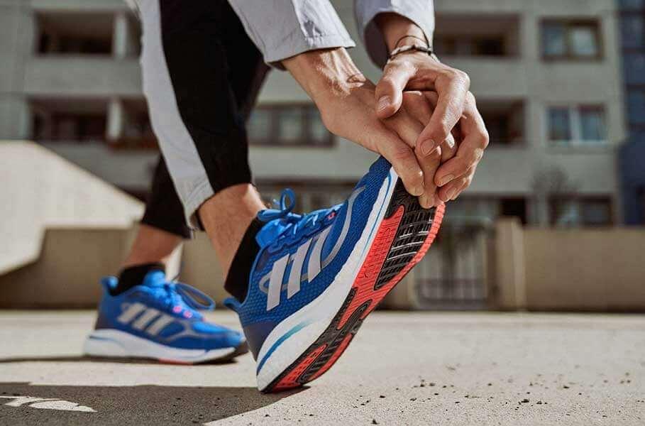 Un zoom sur une chaussure de course