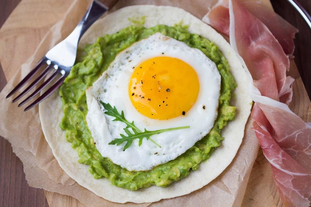 aguacate y huevo frito