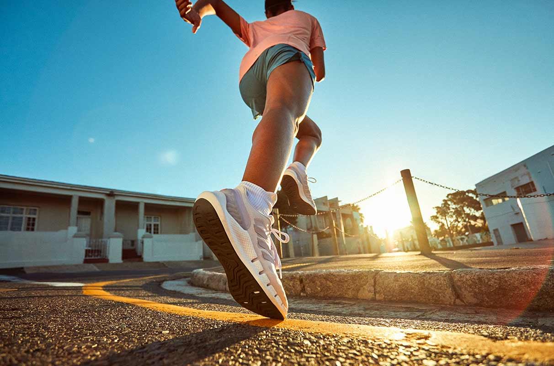 runner fa allenamento di corsa per il triathlon