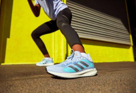 Runner calentando antes de correr
