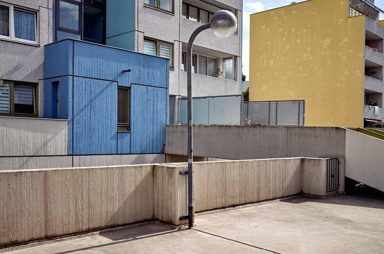 edificios de colores en una ciudad