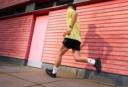 runner si allena per la sua prima maratona