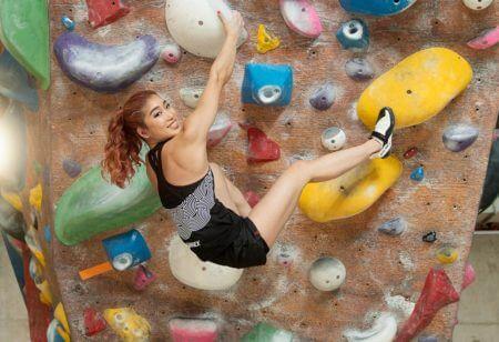 Miho Nonaka fa allenamento di arrampicata