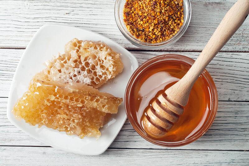 A bowl full of honey