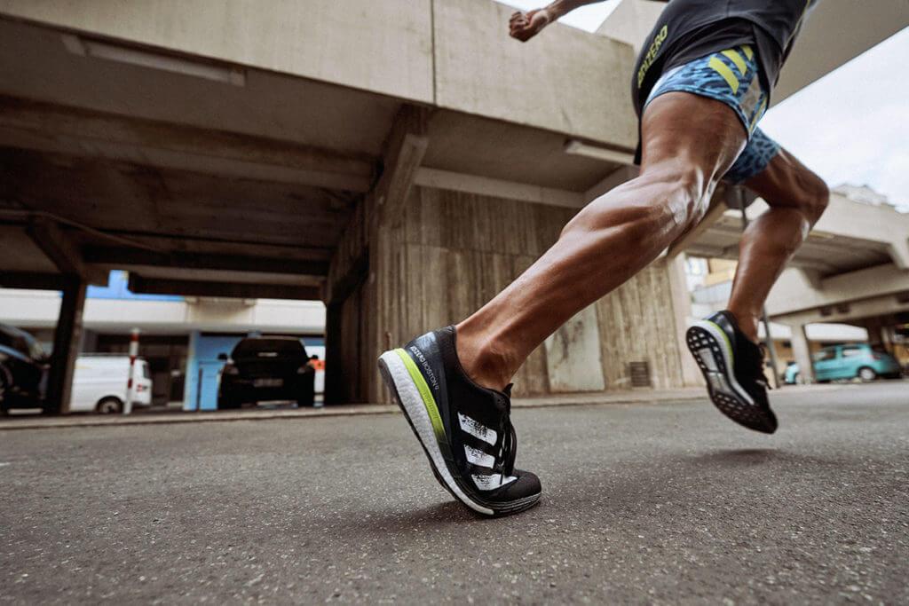 Nahaufnahme von trainierten Beinen