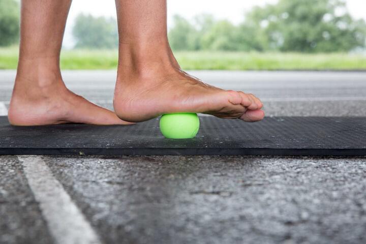 Rotation du pied avec une balle.