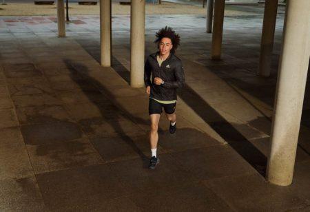 runner corre al buio